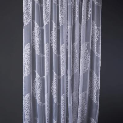 Тънки завеси с флорални мотив