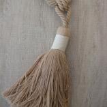 Декоративен пискюл за завеси с натурален вид
