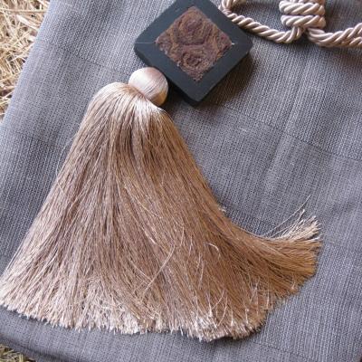 Декоративен пискюл за завеса